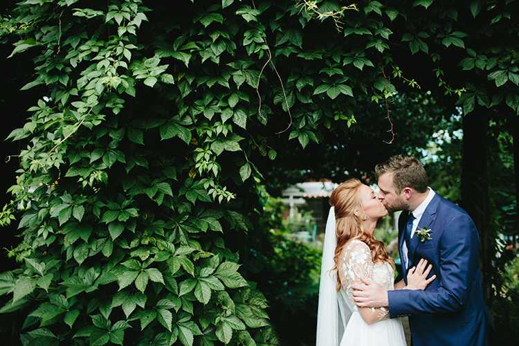 Sweet Botanical Southern Wedding with Metallic Accents - https://ruffledblog.com/sweet-botanical-southern-wedding-with-metallic-accents