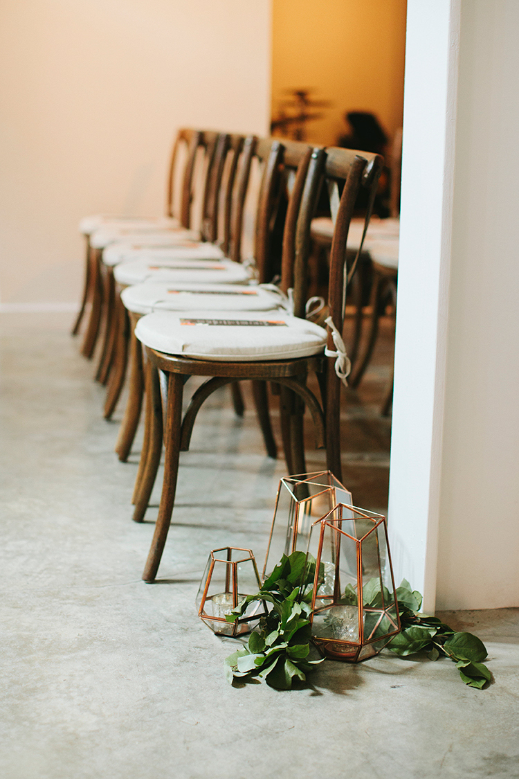 metallic geometric wedding accents - http://ruffledblog.com/sweet-botanical-southern-wedding-with-metallic-accents