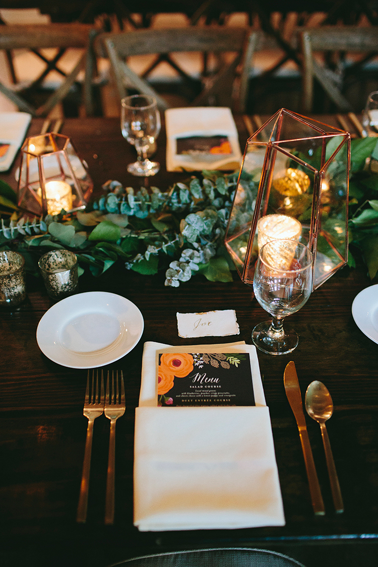 modern place settings with illustrated paper goods - http://ruffledblog.com/sweet-botanical-southern-wedding-with-metallic-accents