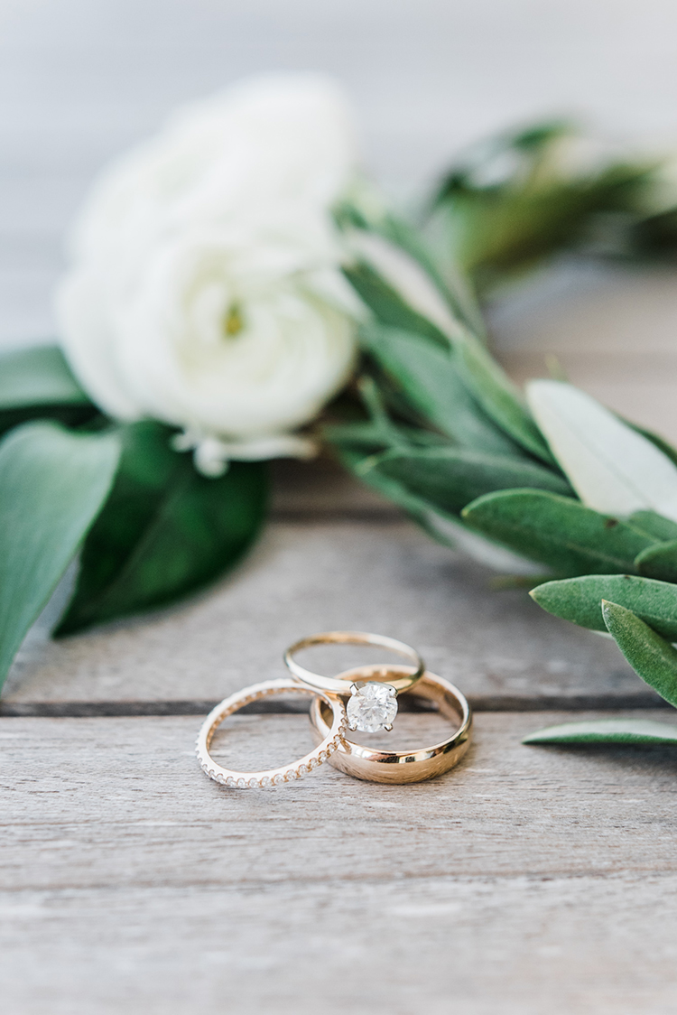 gold engagement rings - https://ruffledblog.com/swoon-worthy-charleston-wedding-with-spanish-moss