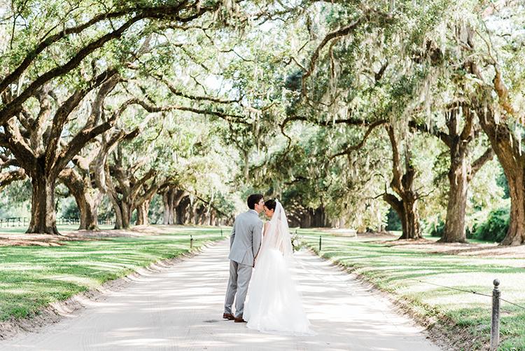 wedding photographs - https://ruffledblog.com/swoon-worthy-charleston-wedding-with-spanish-moss