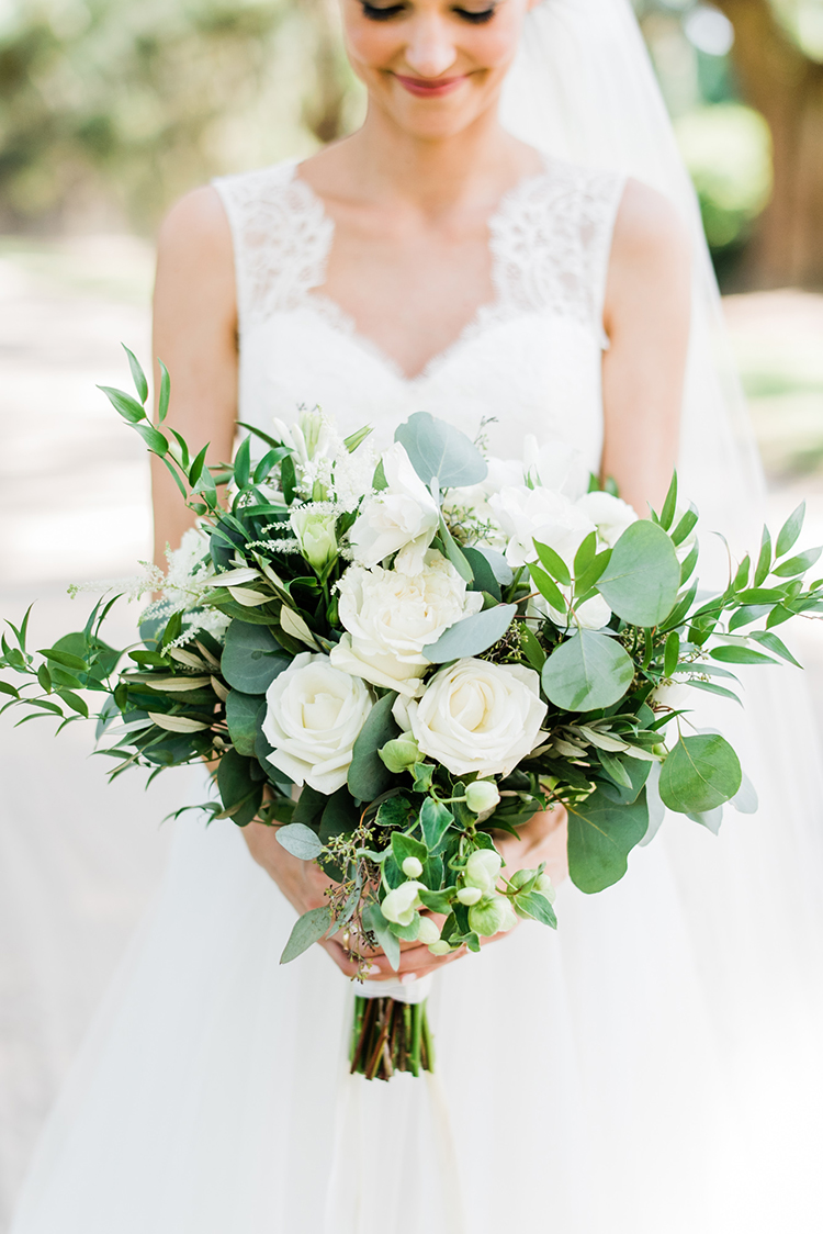 white garden rose bouquets - https://ruffledblog.com/swoon-worthy-charleston-wedding-with-spanish-moss