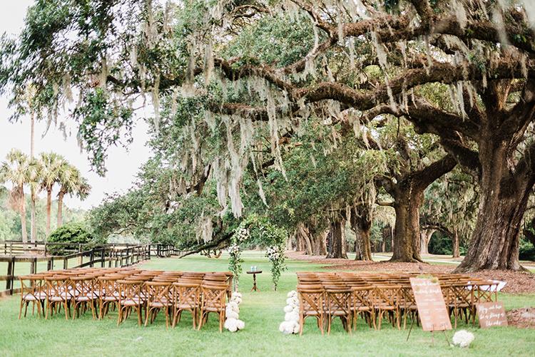 Southern wedding ceremonies - https://ruffledblog.com/swoon-worthy-charleston-wedding-with-spanish-moss