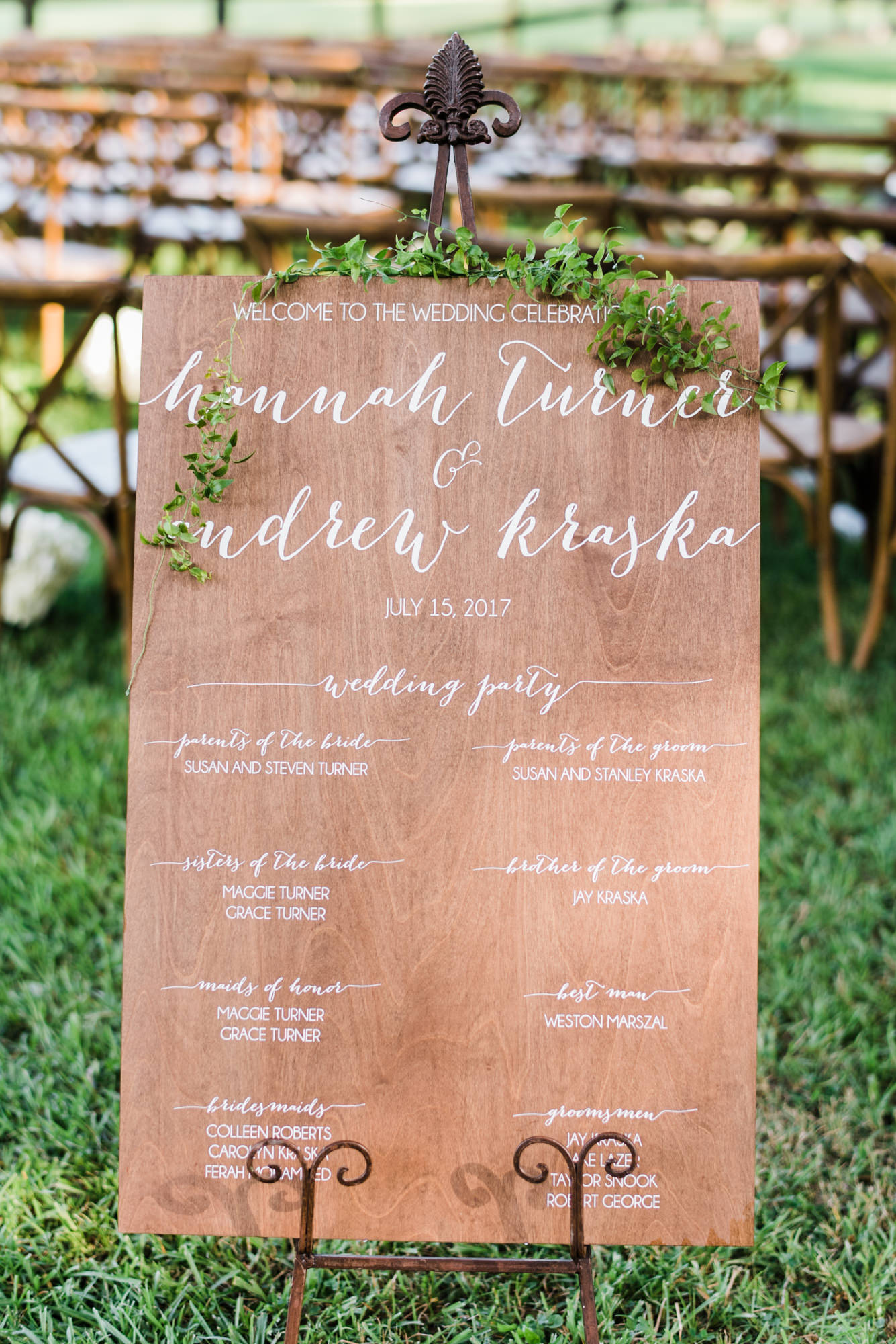 wooden wedding signs - https://ruffledblog.com/swoon-worthy-charleston-wedding-with-spanish-moss