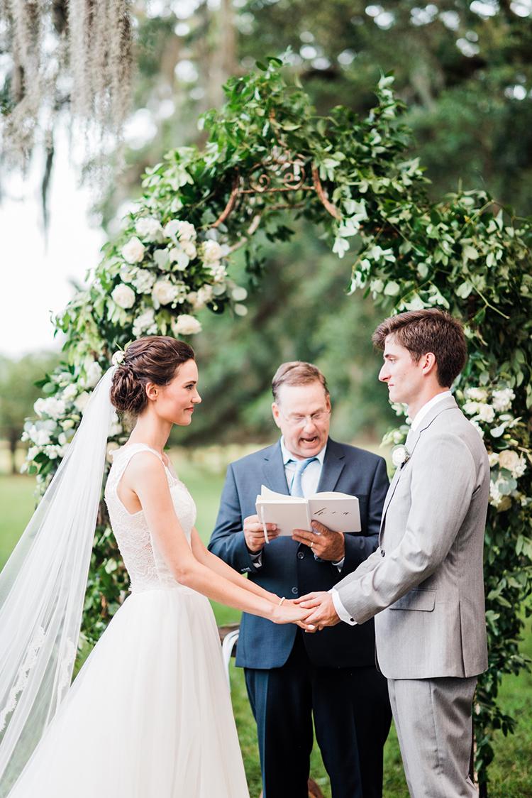 wedding ceremonies - https://ruffledblog.com/swoon-worthy-charleston-wedding-with-spanish-moss