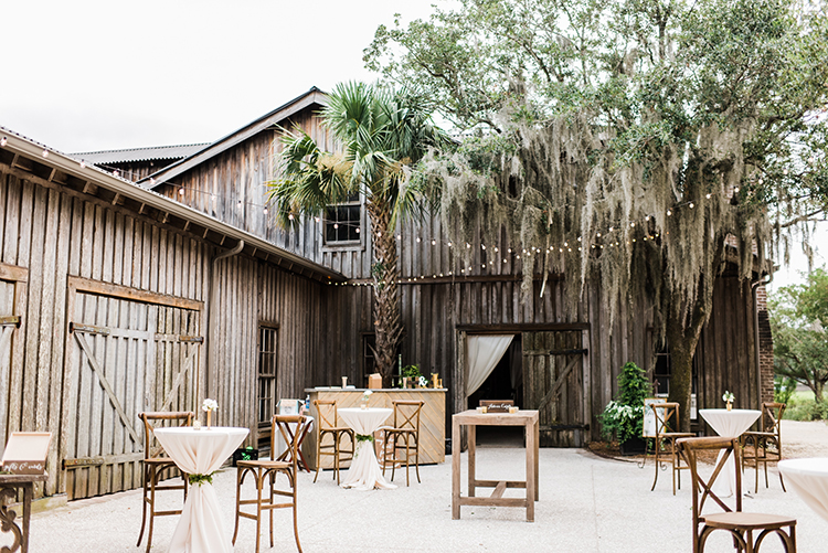 rustic southern wedding receptions - https://ruffledblog.com/swoon-worthy-charleston-wedding-with-spanish-moss