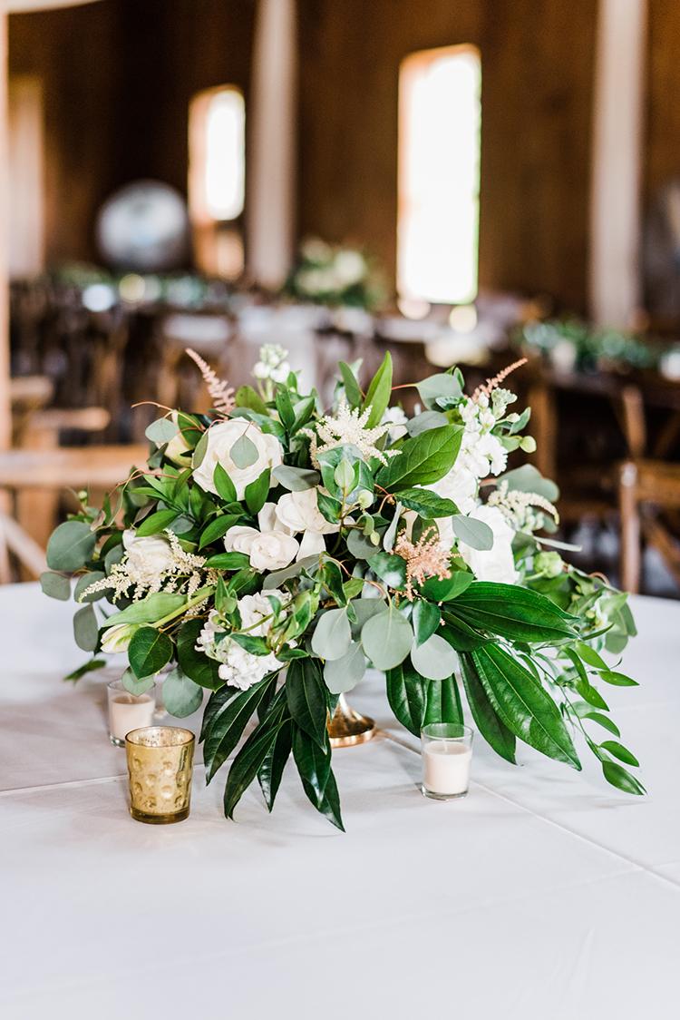 ivory garden rose centerpieces - https://ruffledblog.com/swoon-worthy-charleston-wedding-with-spanish-moss