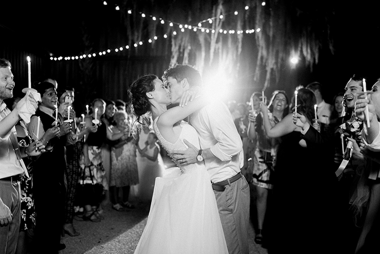 southern wedding inspiration - https://ruffledblog.com/swoon-worthy-charleston-wedding-with-spanish-moss