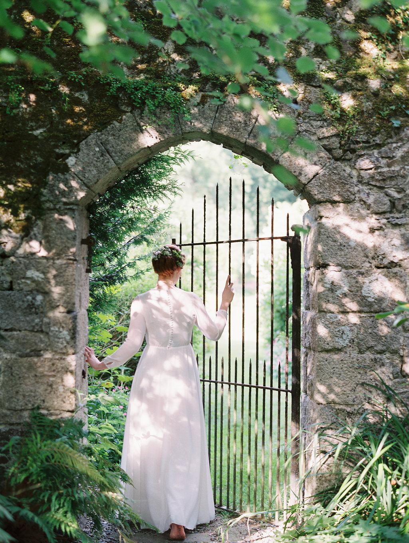 Secret Garden inspired weddings - photo by As Ever Photography http://ruffledblog.com/the-secret-garden-inspired-wedding-in-ireland