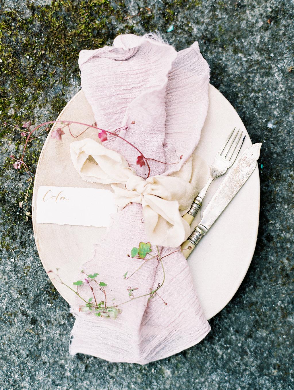 romantic organic wedding ideas - photo by As Ever Photography https://ruffledblog.com/the-secret-garden-inspired-wedding-in-ireland