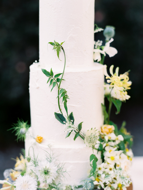 romantic wedding cakes - photo by As Ever Photography https://ruffledblog.com/the-secret-garden-inspired-wedding-in-ireland
