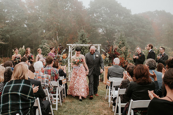 This Untraditional Wedding Sans Music Has Us Weepy #flannel #newengland #fallwedding see more: https://ruffledblog.com/ceremony-sans-music