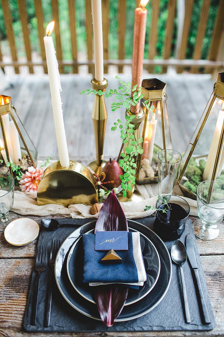 ways to use navy in your bohemian wedding - https://ruffledblog.com/tropical-glamping-wedding-inspiration-with-moody-hues