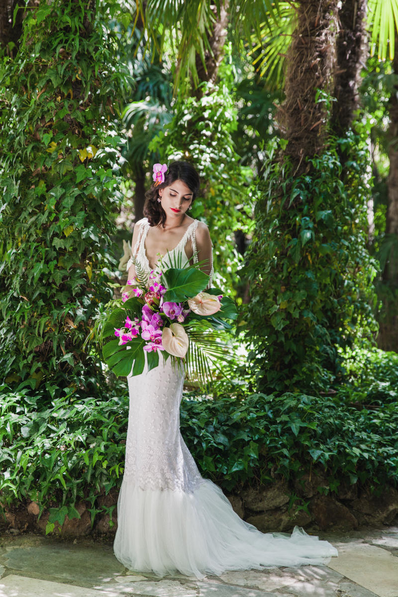 tropical bridal looks - photo by Sarah and Nora Photographers http://ruffledblog.com/tropical-spanish-wedding-inspiration-with-philodendrons