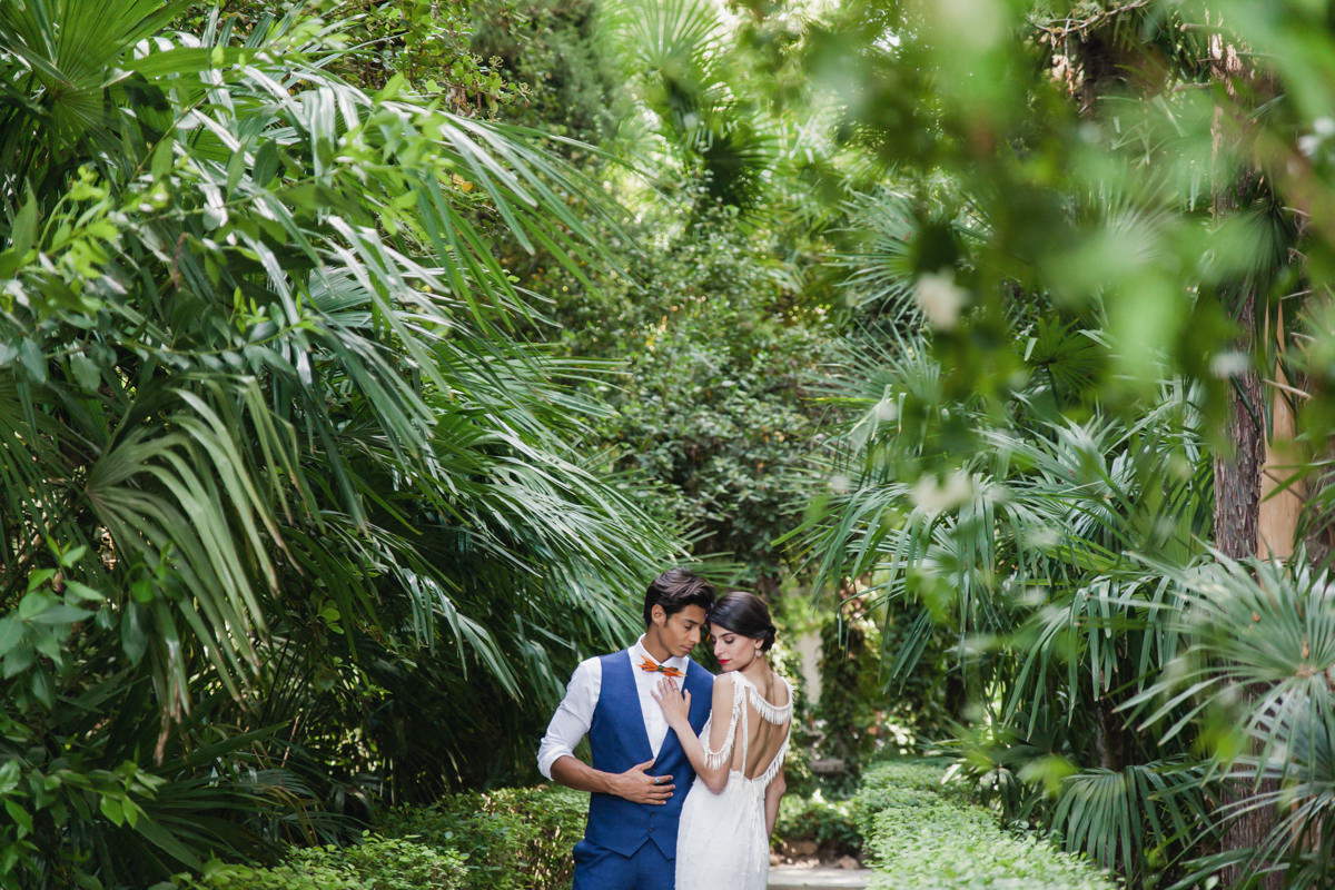 wedding inspiration - photo by Sarah and Nora Photographers http://ruffledblog.com/tropical-spanish-wedding-inspiration-with-philodendrons