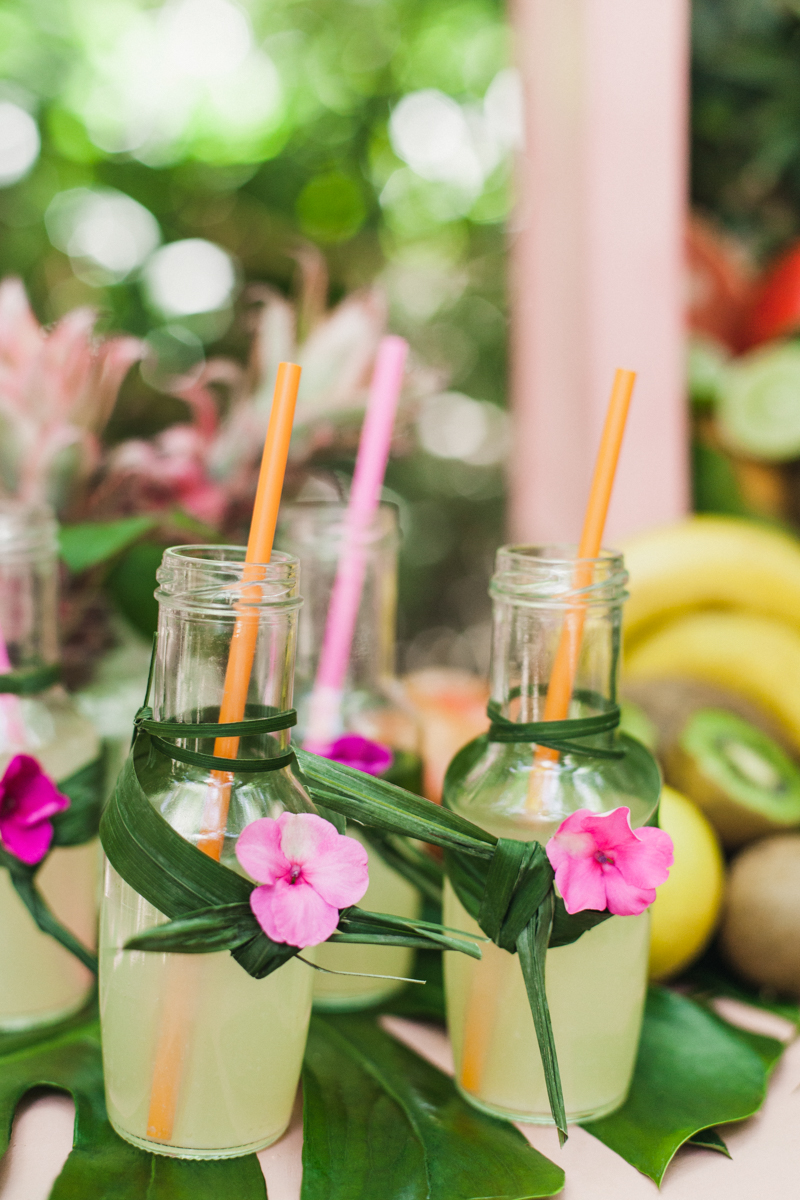 tropical wedding drinks - photo by Sarah and Nora Photographers https://ruffledblog.com/tropical-spanish-wedding-inspiration-with-philodendrons
