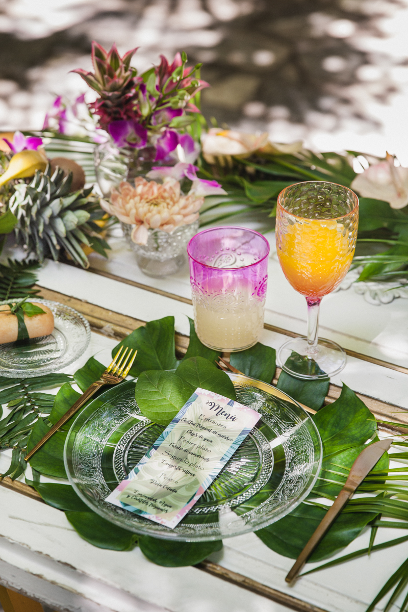 tropical wedding ideas - photo by Sarah and Nora Photographers http://ruffledblog.com/tropical-spanish-wedding-inspiration-with-philodendrons