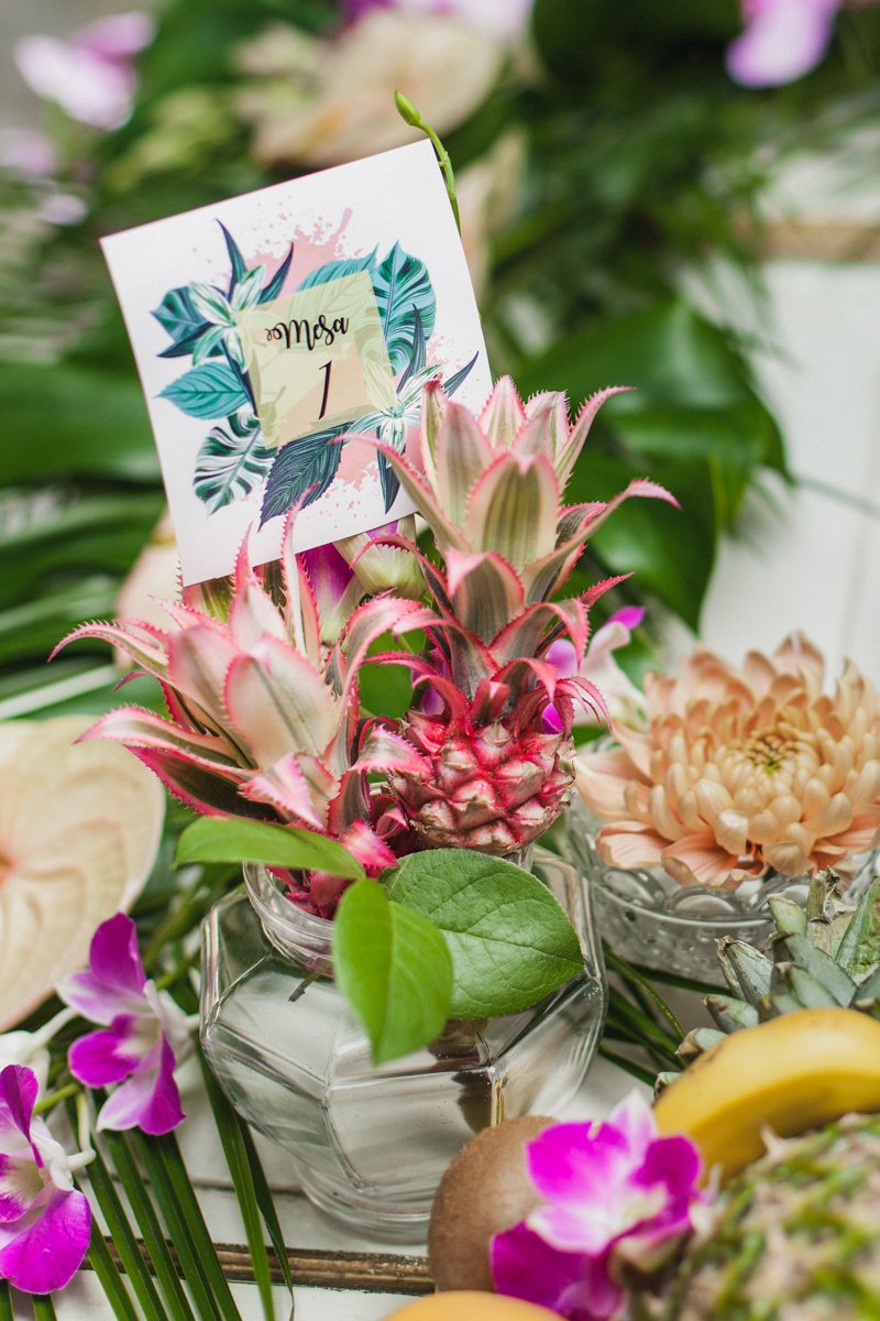 tropical table numbers - photo by Sarah and Nora Photographers https://ruffledblog.com/tropical-spanish-wedding-inspiration-with-philodendrons