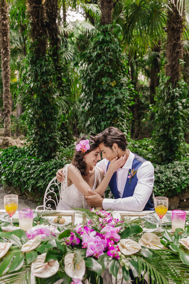 bride and groom - photo by Sarah and Nora Photographers https://ruffledblog.com/tropical-spanish-wedding-inspiration-with-philodendrons