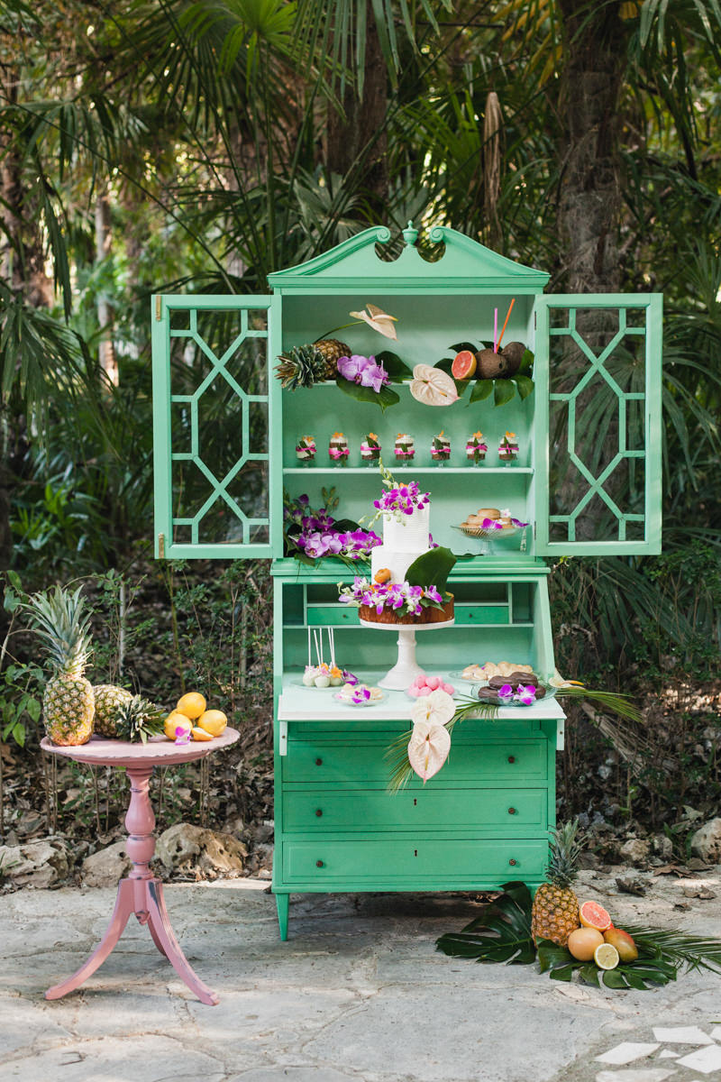 dessert table displays - photo by Sarah and Nora Photographers https://ruffledblog.com/tropical-spanish-wedding-inspiration-with-philodendrons