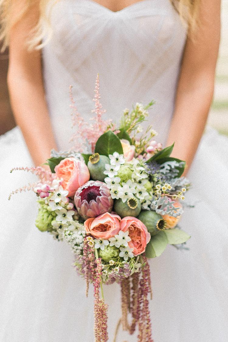 wedding bouquets - photo by Adriana Morais https://ruffledblog.com/two-day-destination-wedding-celebration-in-portugal
