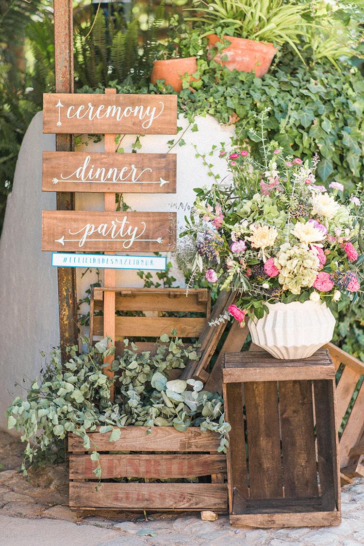 wedding signs - photo by Adriana Morais https://ruffledblog.com/two-day-destination-wedding-celebration-in-portugal