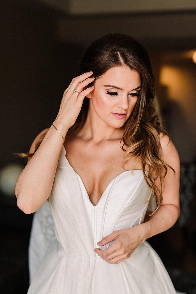 chic modern wedding gowns - https://ruffledblog.com/urban-chic-art-gallery-wedding-in-ontario