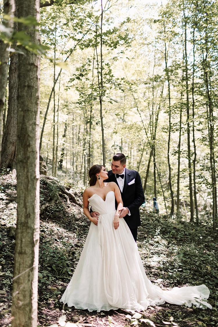 Urban Chic Art Gallery Wedding in Ontario - https://ruffledblog.com/urban-chic-art-gallery-wedding-in-ontario