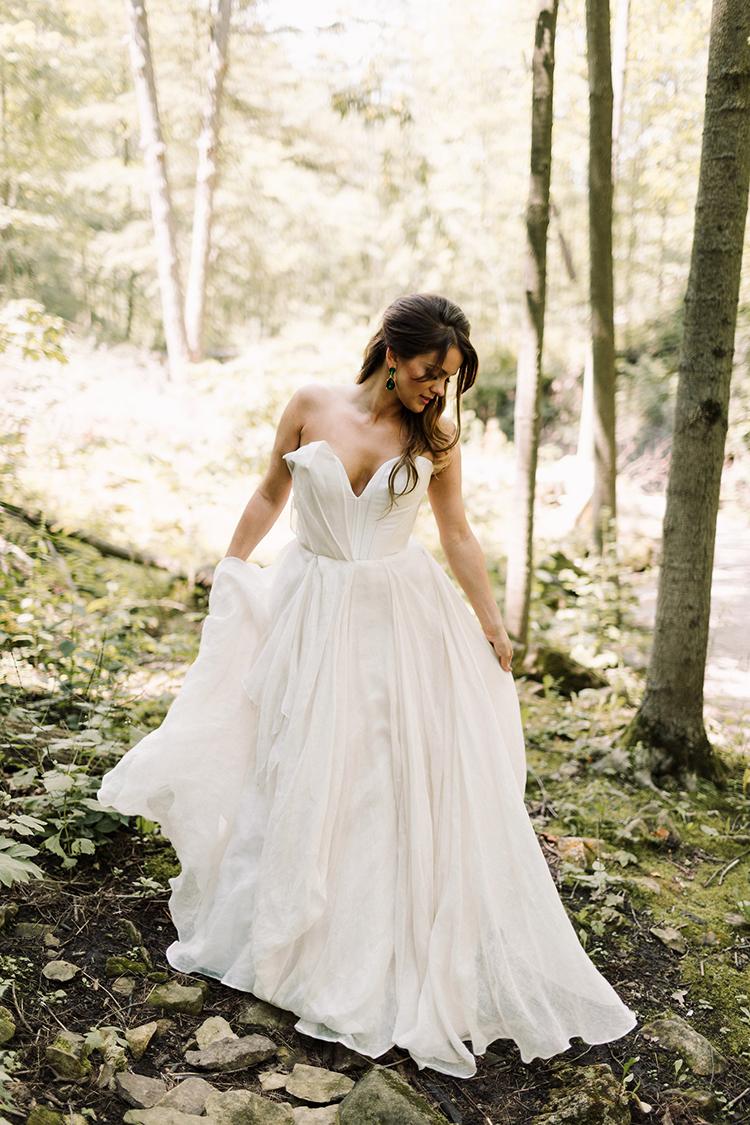 chic and modern wedding dresses - https://ruffledblog.com/urban-chic-art-gallery-wedding-in-ontario