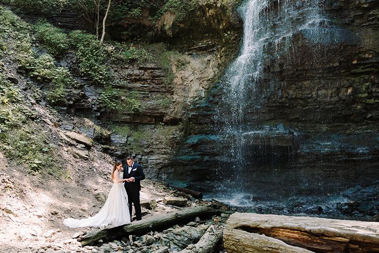 beautiful Ontario weddings - https://ruffledblog.com/urban-chic-art-gallery-wedding-in-ontario