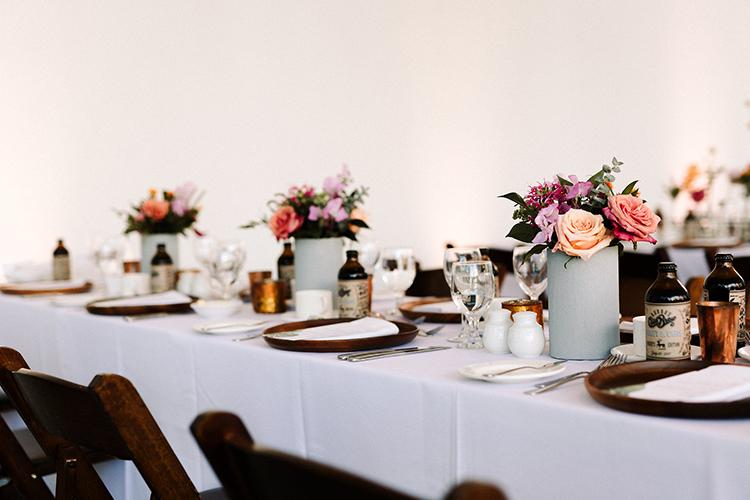 romantic simple wedding tablescapes - https://ruffledblog.com/urban-chic-art-gallery-wedding-in-ontario