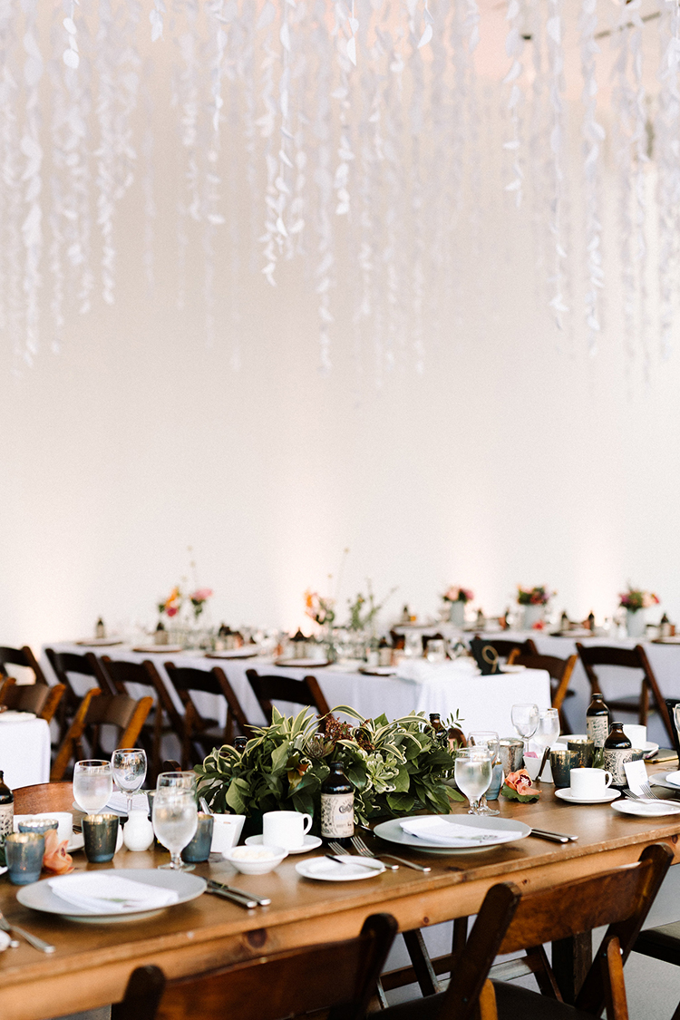 modern art gallery wedding ideas - https://ruffledblog.com/urban-chic-art-gallery-wedding-in-ontario