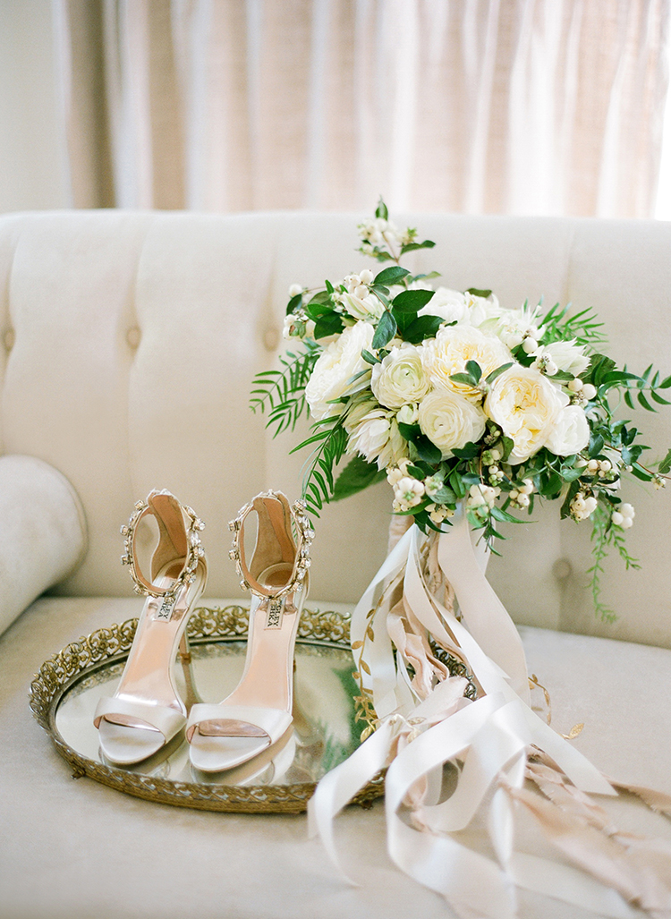 bridal accessories - photo by Lacie Hansen https://ruffledblog.com/utterly-beautiful-california-wedding-planned-by-the-bride