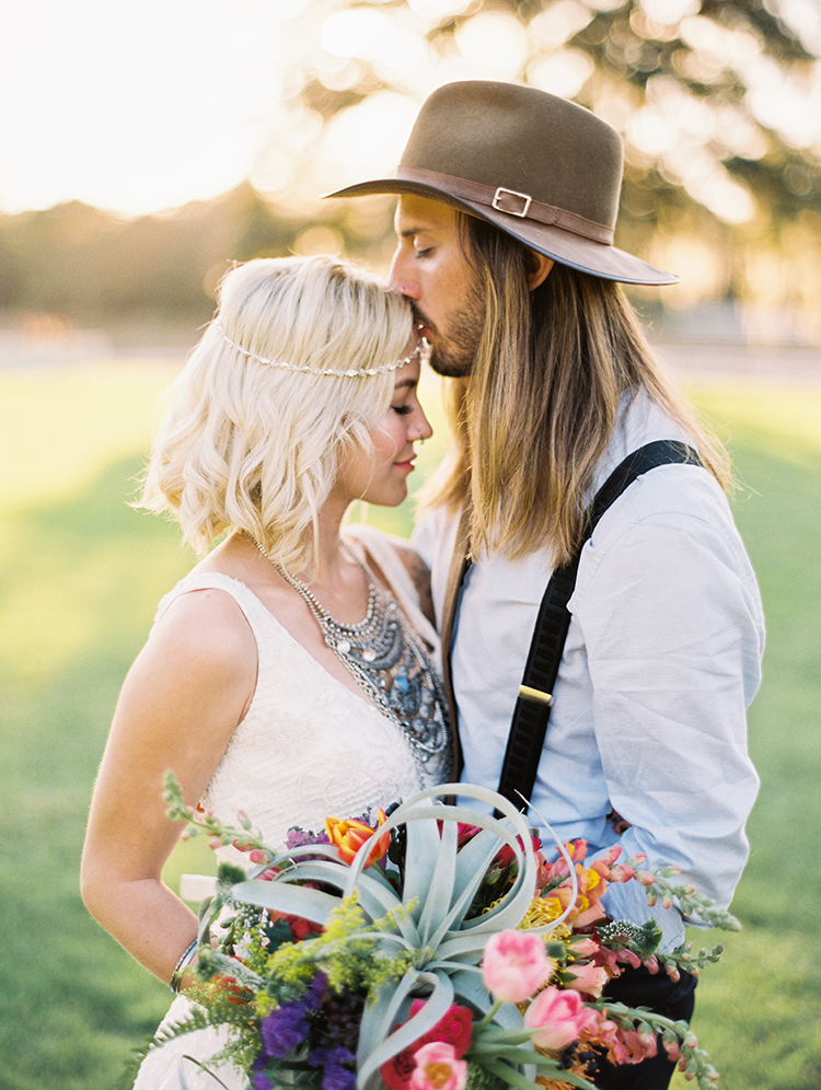 vintage bohemian wedding inspiration - photo by Best Photography http://ruffledblog.com/vibrant-southern-bohemian-wedding-inspiration