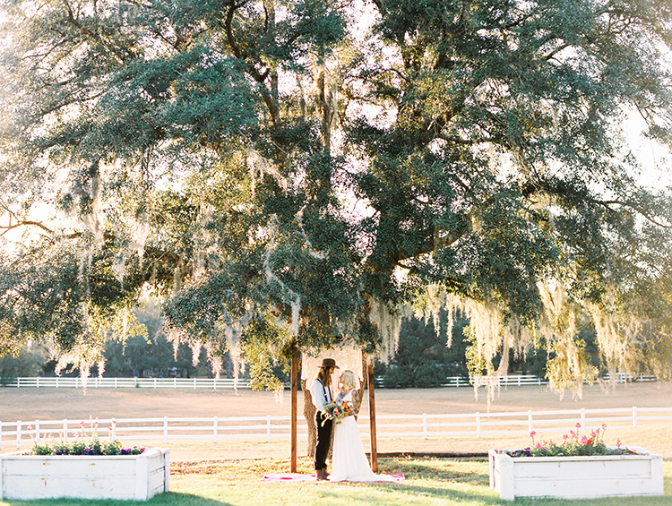 wedding ceremonies - photo by Best Photography http://ruffledblog.com/vibrant-southern-bohemian-wedding-inspiration
