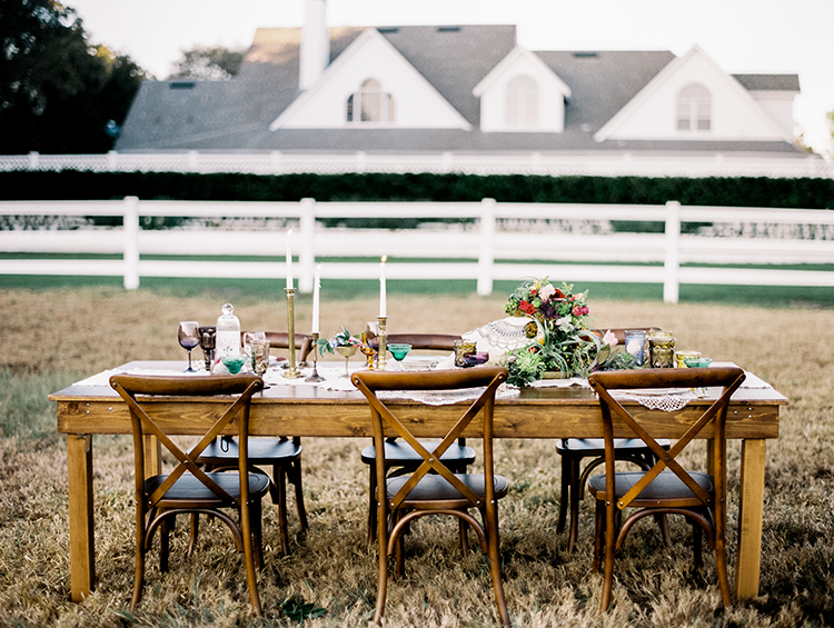 Southern wedding inspiration - photo by Best Photography http://ruffledblog.com/vibrant-southern-bohemian-wedding-inspiration