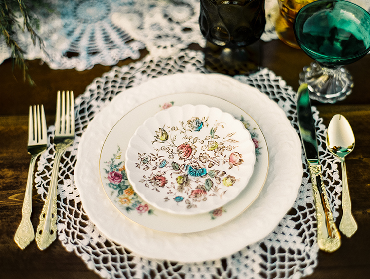 lace doily place settings - photo by Best Photography https://ruffledblog.com/vibrant-southern-bohemian-wedding-inspiration