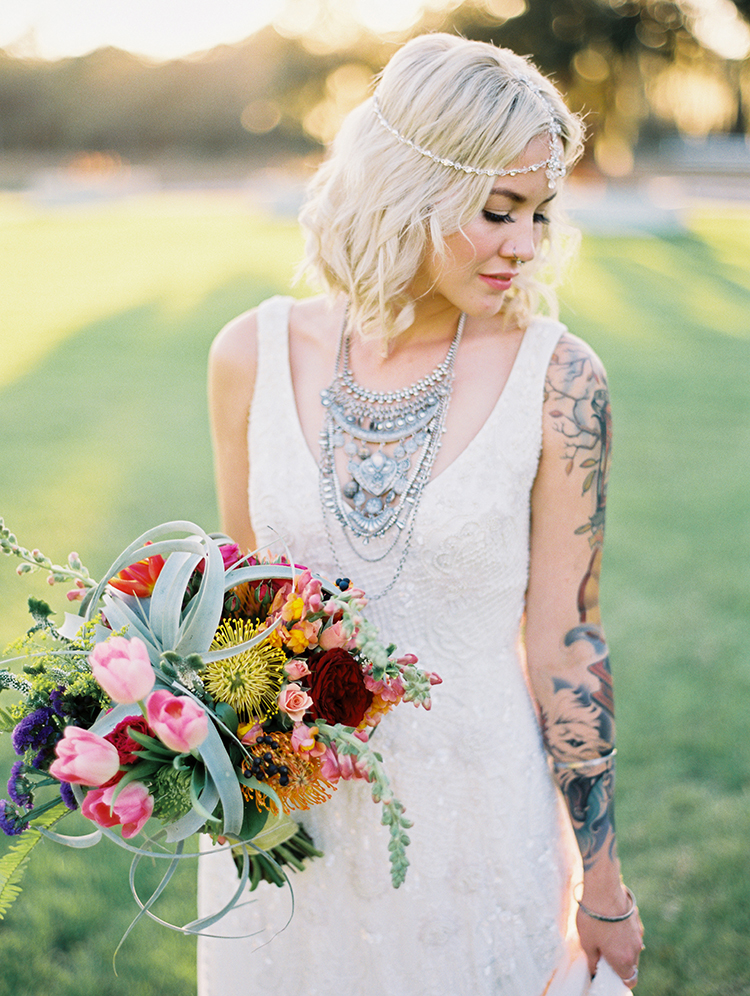 romantic bridal style - photo by Best Photography https://ruffledblog.com/vibrant-southern-bohemian-wedding-inspiration
