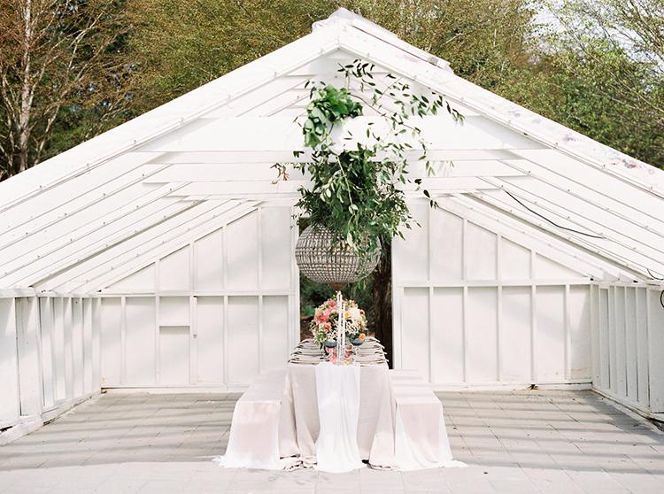 wedding venues - photo by Ali Mae Photo http://ruffledblog.com/vibrant-summer-wedding-inspiration-with-bridal-fashion