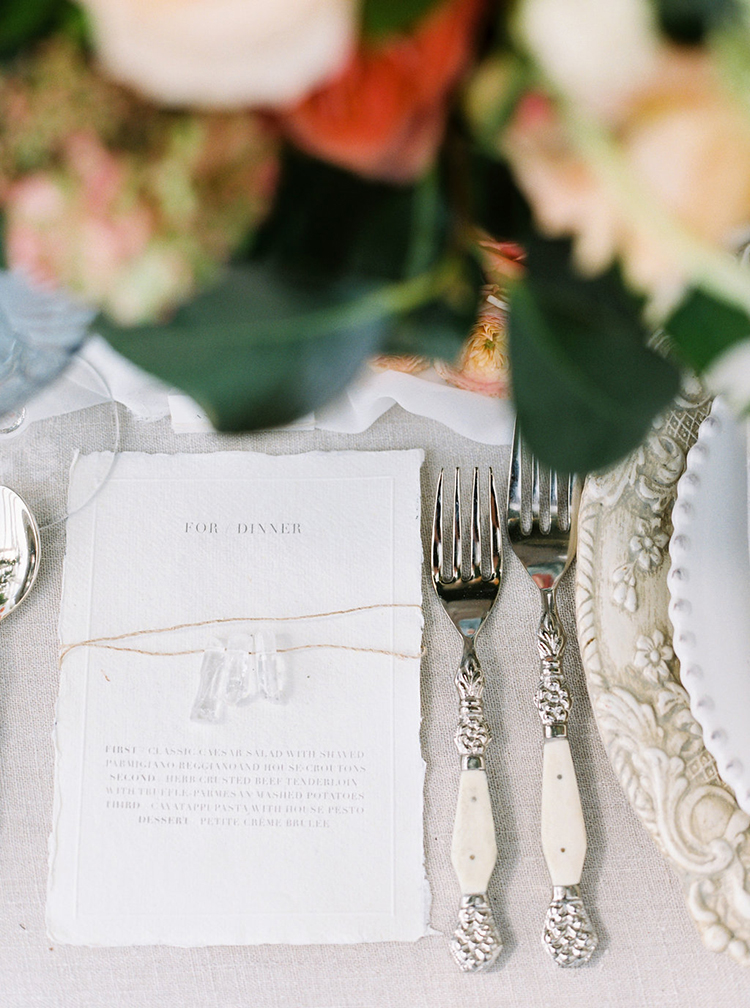simple place settings with paper goods - photo by Ali Mae Photo https://ruffledblog.com/vibrant-summer-wedding-inspiration-with-bridal-fashion