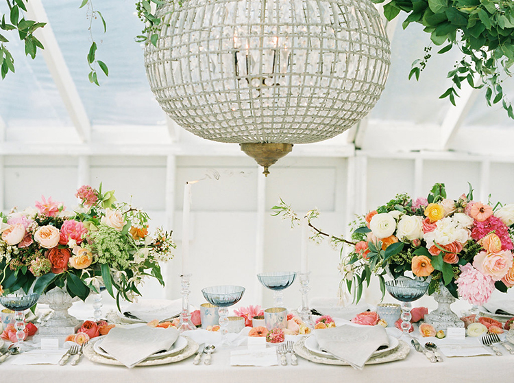 wedding receptions - photo by Ali Mae Photo http://ruffledblog.com/vibrant-summer-wedding-inspiration-with-bridal-fashion