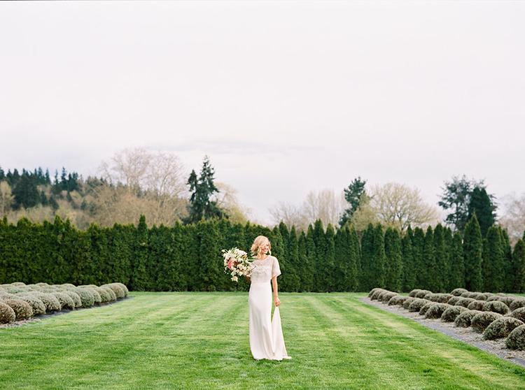 bridal style - photo by Ali Mae Photo https://ruffledblog.com/vibrant-summer-wedding-inspiration-with-bridal-fashion
