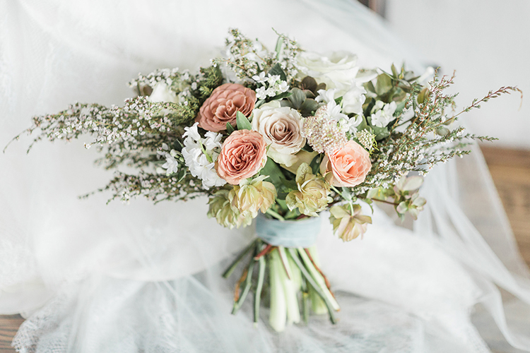 romantic dusty pink bouquets - photo by Chloe Luka Photography https://ruffledblog.com/vintage-bohemia-wedding-ideas-with-statement-floral-arrangements