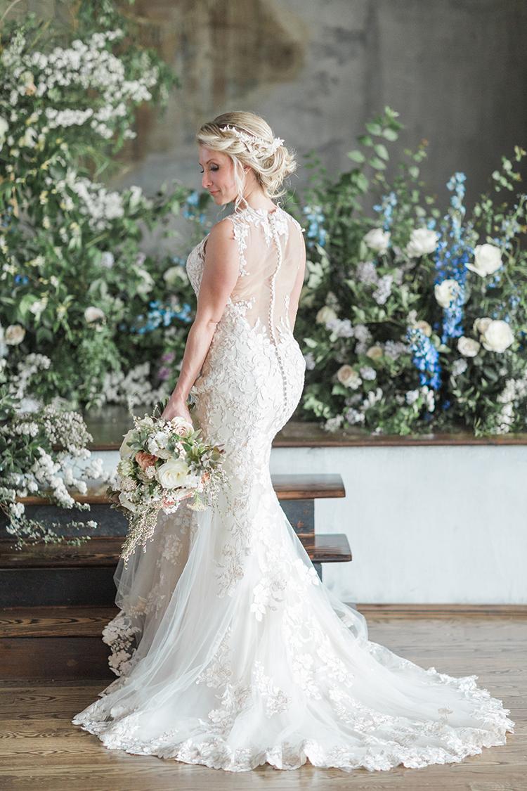 mermaid gown bridal fashion - photo by Chloe Luka Photography http://ruffledblog.com/vintage-bohemia-wedding-ideas-with-statement-floral-arrangements