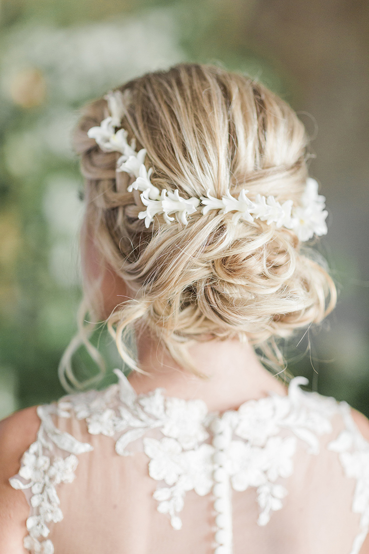 small flowers in hair - photo by Chloe Luka Photography https://ruffledblog.com/vintage-bohemia-wedding-ideas-with-statement-floral-arrangements