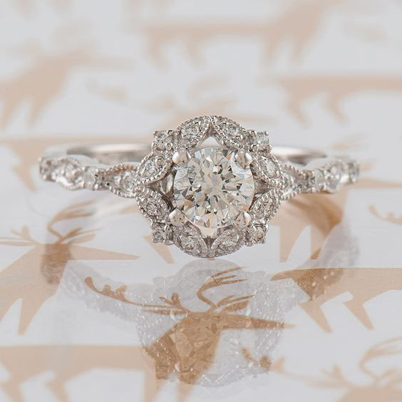 22 Vintage Engagement Rings to Make your Heart Melt #weddingrings #engagementrings #vintagerings  https://ruffledblog.com/romantic-vintage-engagement-rings/