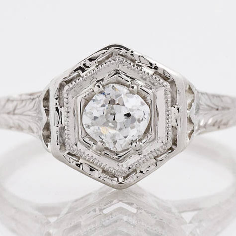 22 Vintage Engagement Rings to Make your Heart Melt #weddingrings #engagementrings #vintagerings  https://ruffledblog.com/romantic-vintage-engagement-rings