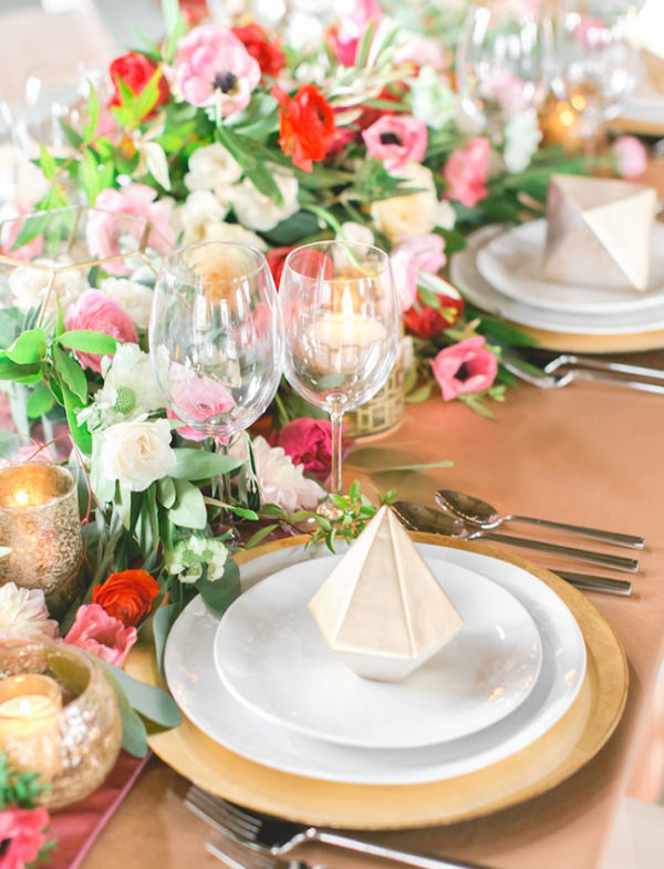 geometric shapes at each place setting - photo by Weddings by Christopher and Nancy https://ruffledblog.com/40-eye-catching-geometric-wedding-ideas