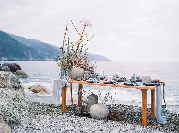 beach wedding tables - photo by Wild Beach Elopement Inspiration at Cinque Terre http://ruffledblog.com/wild-beach-elopement-inspiration-in-cinque-terre