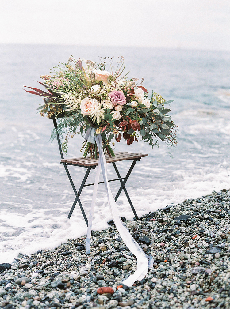 lush wedding bouquets - photo by Wild Beach Elopement Inspiration at Cinque Terre https://ruffledblog.com/wild-beach-elopement-inspiration-in-cinque-terre